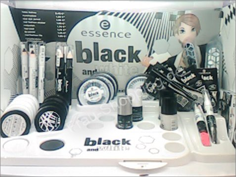 essence black and white Limited Edition Aufsteller