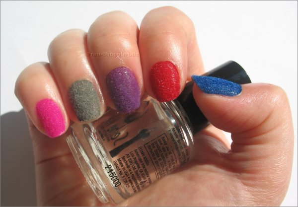 Samt Maniküre in den Farben Pink, Grau, Lila, Rot und Blau