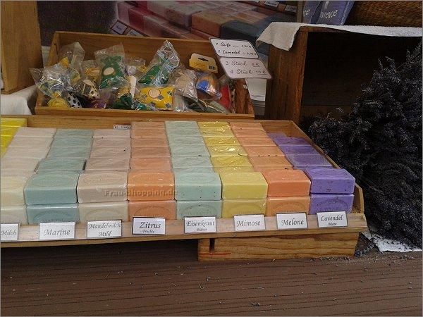 Honig, Seife, Lavendel und mehr auf dem französischen Gourmetmarkt