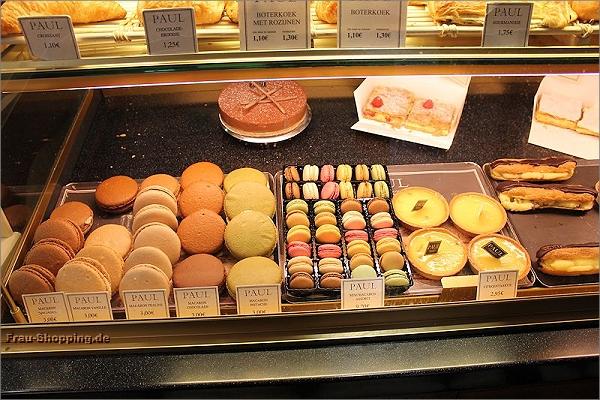 Große und kleine Macarons beim Bäcker