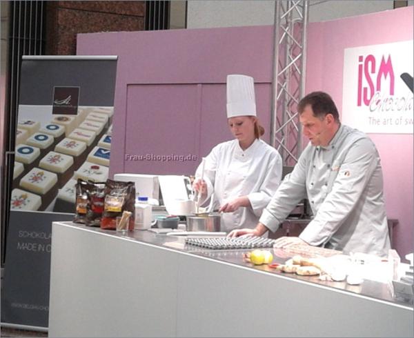 ISM 2013 - Chocolatier Axel Hanf und Assistentin Madelaine