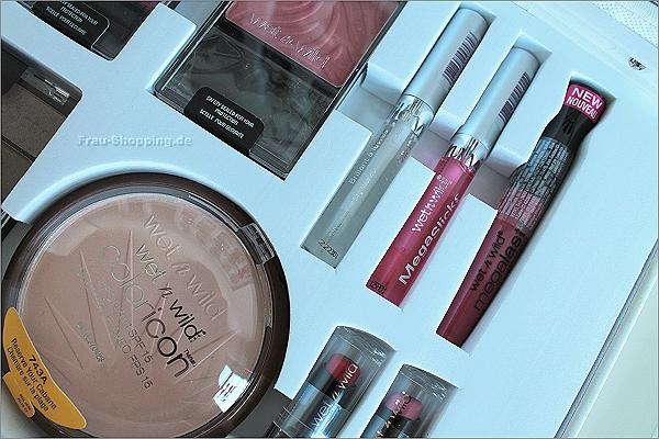 Viele Lippenprodukte im wet n wild Make-up Koffer