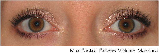 Max Factor Volume Excess Mascara aufgetragen