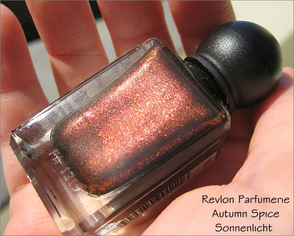 Revlon Parfumerie Autumn Spice Flasche im Sonnenlicht
