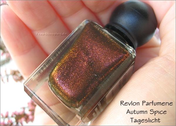 Revlon Parfumerie Autumn Spice Flasche im Tageslicht