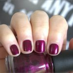 Frisch lackiert: China Glaze Don't Make Me Wine