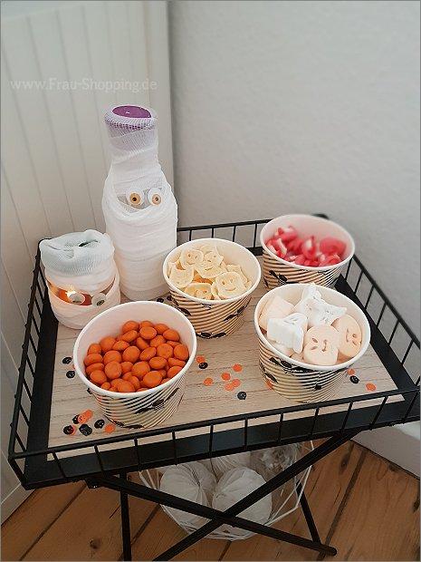 Kleiner süßer Tisch für Halloween