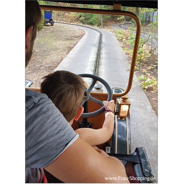 Oldtimer fahren im Abenteuerpark Hellendoorn