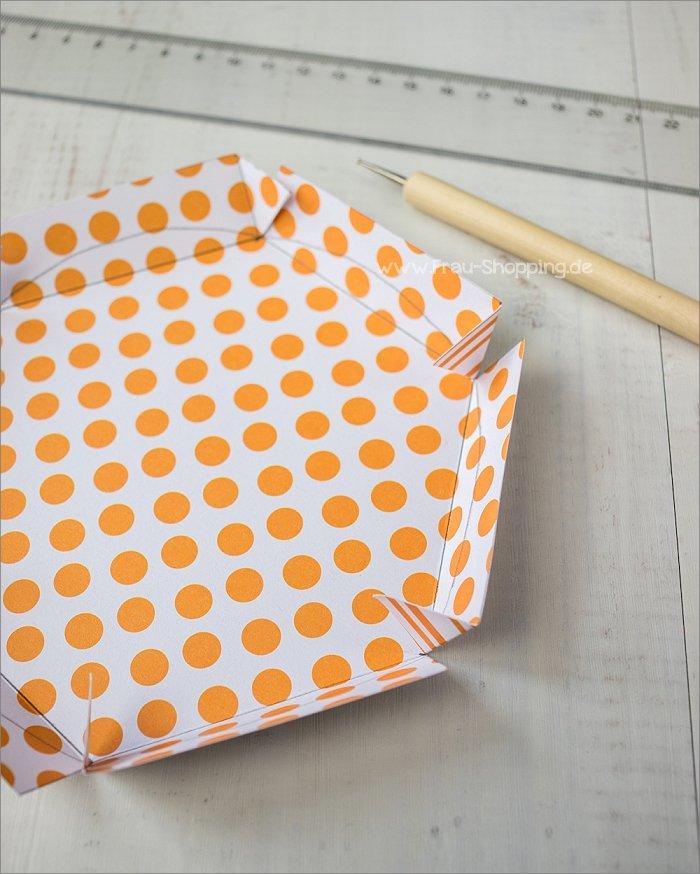 Anleitung Explosion Box mit Süßigkeiten - Klebelasche für die Wand des Deckels