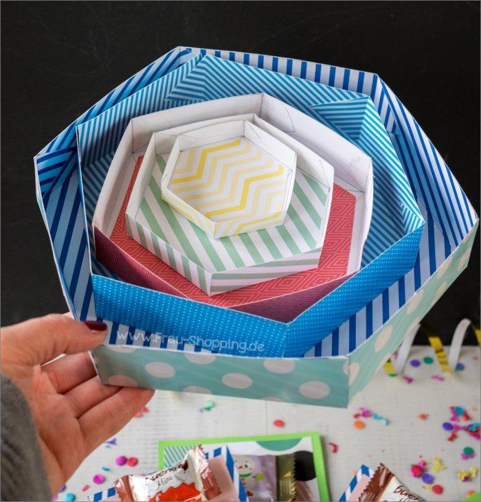 Anleitung Explosion Box mit Süßigkeiten - Deckel können auch von innen beklebt werden