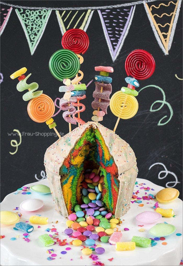 Bunter Piñata Kuchen zum Kindergeburtstag