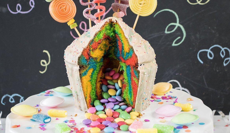 Bunter Pinata Kuchen Zum Kindergeburtstag